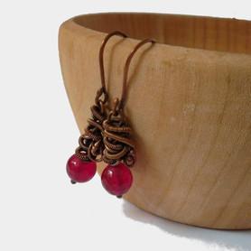 Drobne kolczyki z czerwonym jadeitem