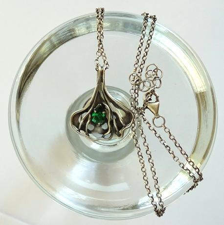 Srebrny naszyjnik liść miłorzębu z cyrkonią (1)